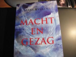 Macht en gezag is het 51e boek van Mark Eyskens.